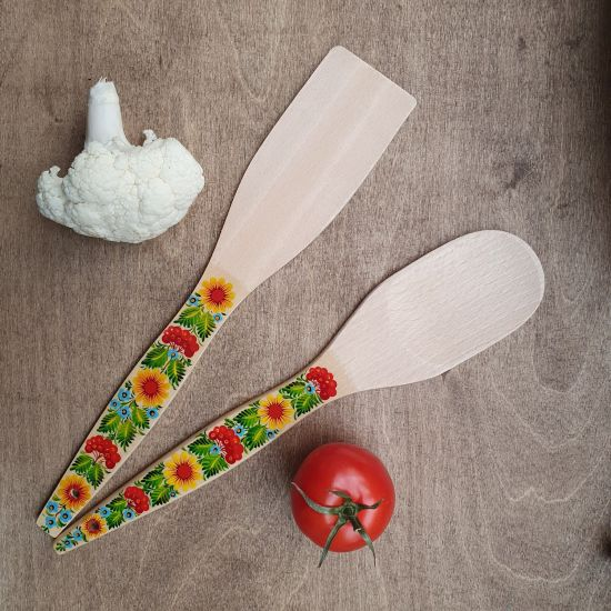 Kitchen wooden accessories - spatula and wooden spoon - hand painting