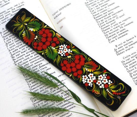 Schöne Lesezeichen aus Holz, handbemalt mit Blumenmuster