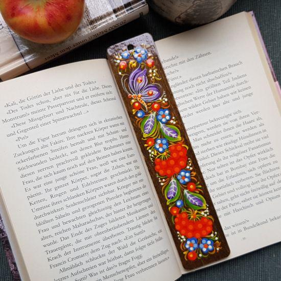 Schöne Lesezeichen aus Holz mit Blumenmuster