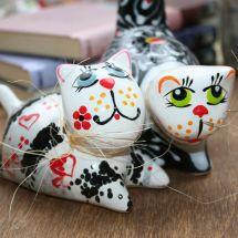 Verliebte Katzen Pärchen - Keramik Figuren - lustige Katzen - Valentinstag Geschenk