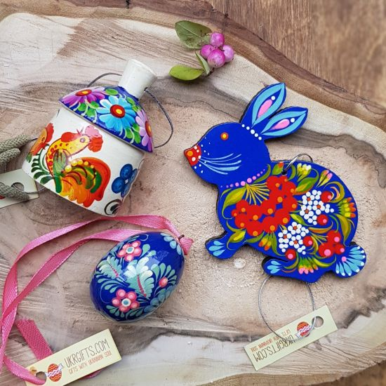 Handgefertigter Osterschmuck Set aus Holz- Hase, Glöckchen, kleines Osterei -in Blau