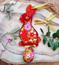 Hochwertiger Osterschmuck - Witzige Osterdekoration - Osterhase mit dem Ei aus Holz