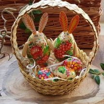 Beautiful Easter basket - 2 Easter bunnies, 3 small Easter eggs made of wood - handicrafts