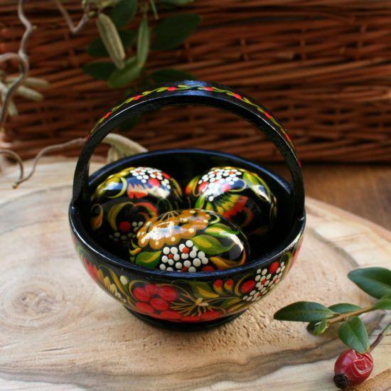 Ukrainische Ostereier im kleinen Körbchen aus Holz -hochwertige Osterdeko