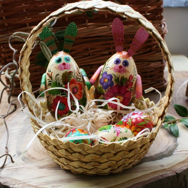 Easter basket - 2 funny Easter rabbits, 3 small Easter eggs made of wood - handicrafts