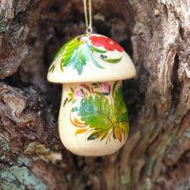 Handgefertigter Christbaumschmuck in Pilzform aus Holz