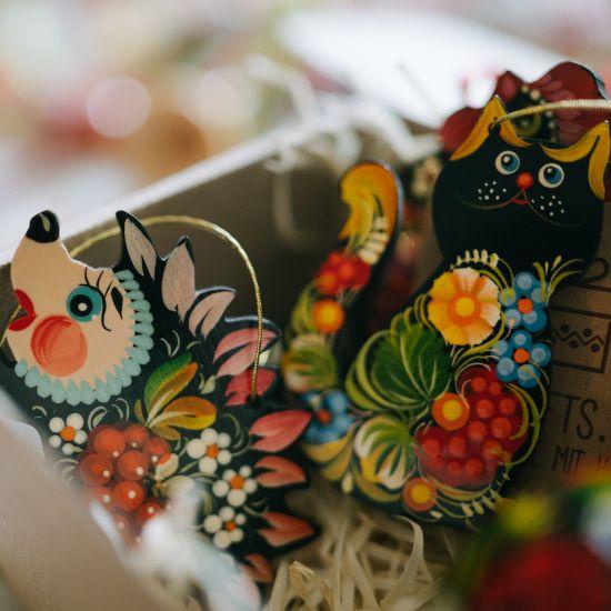 Ausgefallener Weihnachtsschmuck - Katze, traditionelle Lackmalerei