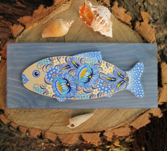 Wooden Fish wall decoration in softblue with delicate floral pattern