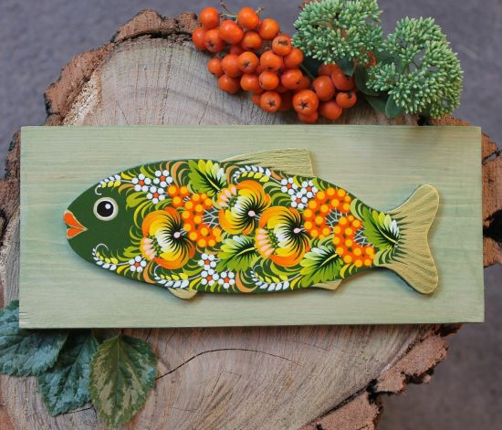 Holzfisch - Wanddekoration in Grün zartbemalt