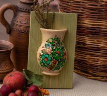 Handgefertigte Wanddeko, hängende Vase mit grünem Blumenmuster