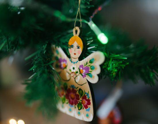 Niedlicher Baumschmuck Glocke und Engel