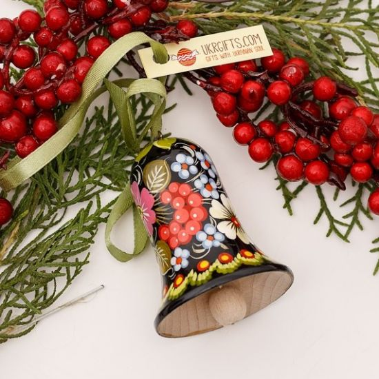 Wooden Christmas bell with berry pattern