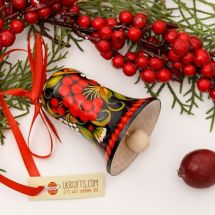 Wooden christmas in black with red berries