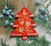 Rot-goldener Tannenbaum aus Holz - handbemalter Baumschmuck
