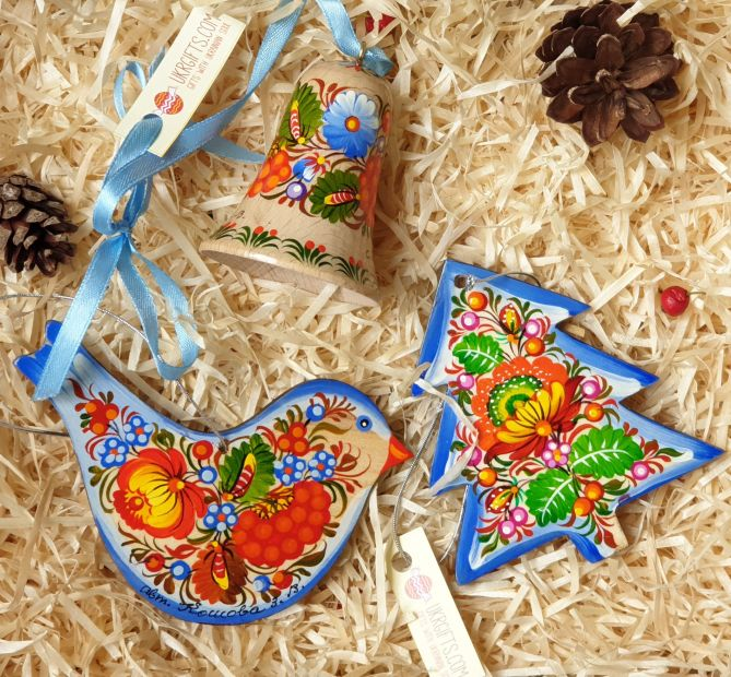 Gift set of wooden Christmas tree ornaments (bird, christmas tree, bell), hand painted