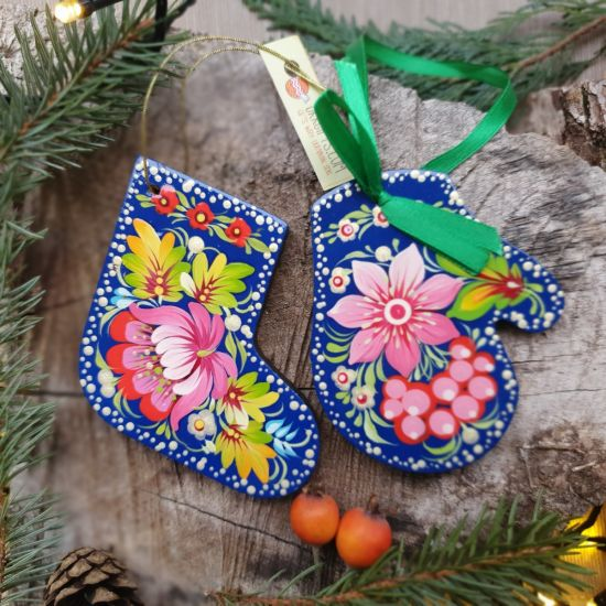 High quality Christmas decorations - stocking and mitten with a floral pattern