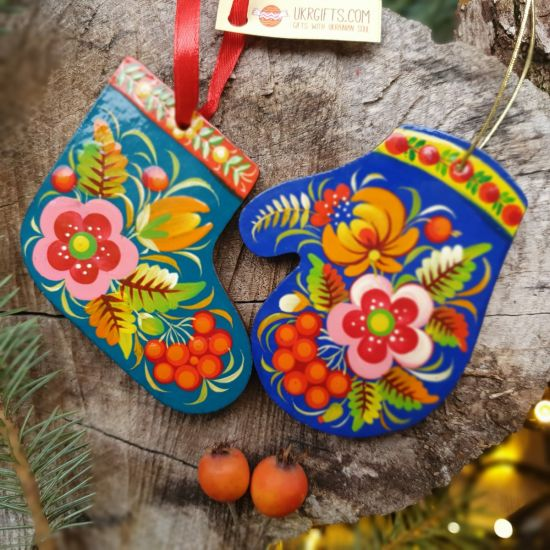 Exclusive Christmas decorations - Christmas stocking and mitten, hand painting
