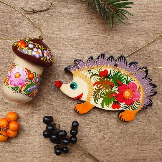 Handgemachter Weihnachtsbaumanhänger aus Holz -Igel und Pilz  ukrainishes Kunsthandwerk