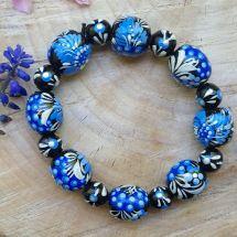 Origineller Armreif - schwarz und blau- aus handbemalten Holzperlen - Ukrainische Handwerkkunst