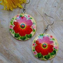 Runde Ohrringe aus Holz mit dem Blumen, Folkstyle