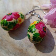 Schöne Ohrringe mit Blumenmuster- Tropfen aus Holz von Hand bemalt
