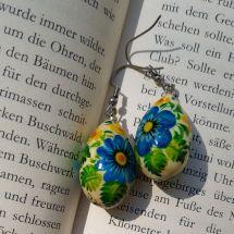 Ohrringe mit Blumenmuster- Tropfen aus Holz von Hand bemalt