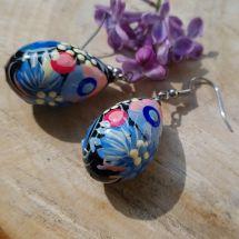 Bemalte Ohrringe mit Blumenmuster- Tropfen - blau und rosa