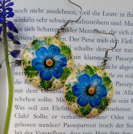 Runde Ohrringe aus Holz mit dem blauem Blumen, Ukrainischer Stil