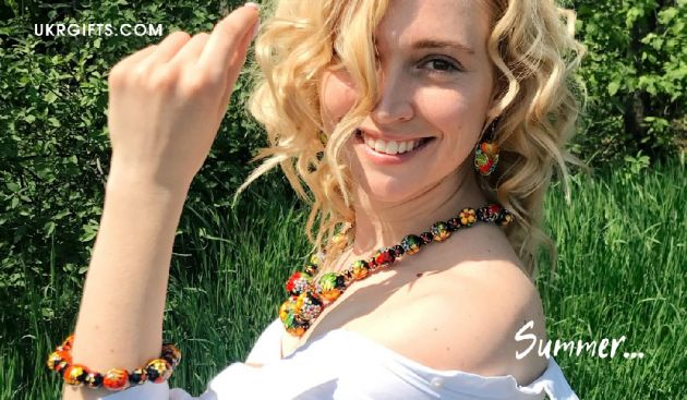 Wooden painted bracelets and necklace ukrainian art