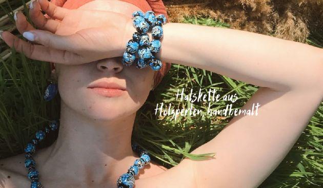 Bunte Halskette mit Holzperlen handbemalt Ukrainischer Stil